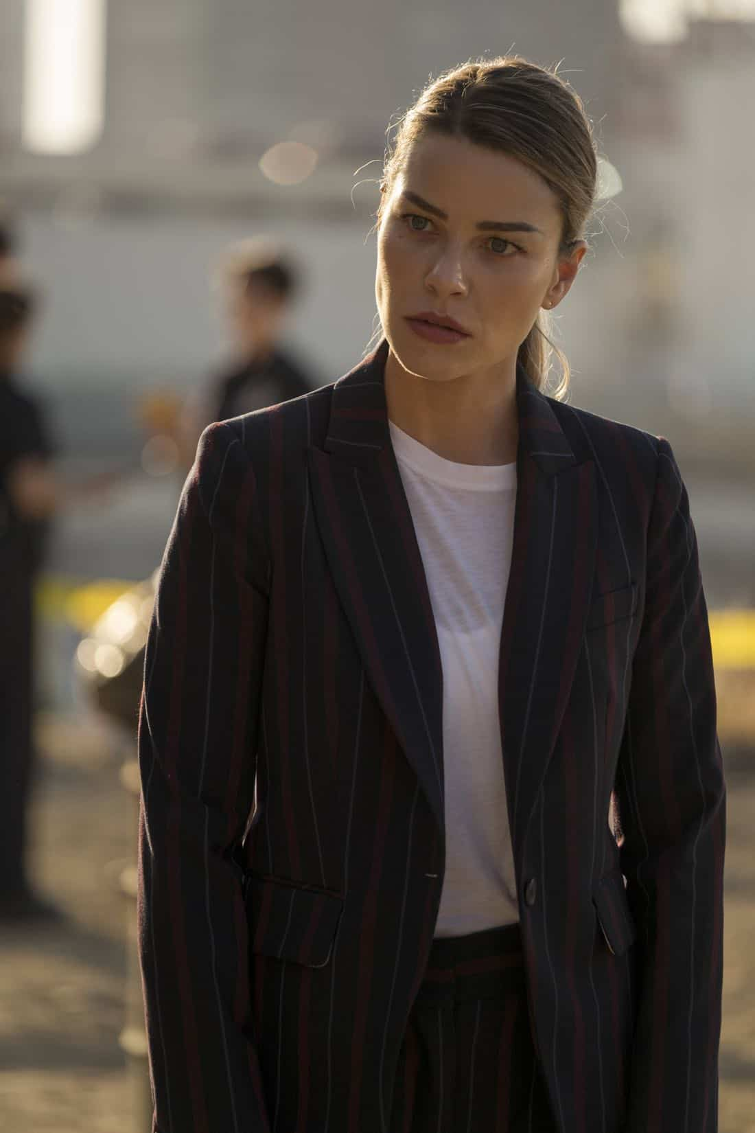 "LUCIFER: Lauren German in the ""The One With The Baby Carrot"" episode of LUCIFER airing Monday, Oct. 9 (8:00-9:00 PM ET/PT) on FOX. Cr: John P Flexor/FOX"