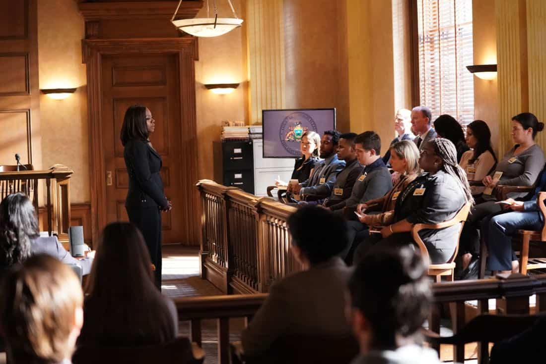 """HOW TO GET AWAY WITH MURDER - """"It's For the Greater Good"""" - Annalise takes on a case for the greater good and quickly realizes the stakes are much higher than she originally thought. Meanwhile, Laurel asks Michaela to help get information regarding Wes' death and Connor makes a major life decision that is not supported by the group. In a flash-forward, a surprising confrontation during the night of the crime is revealed, on """"How to Get Away with Murder,"""" THURSDAY, OCTOBER 12 (10:00-11:00 p.m. EDT), on The ABC Television Network. (ABC/Mitch Haaseth) VIOLA DAVIS"""