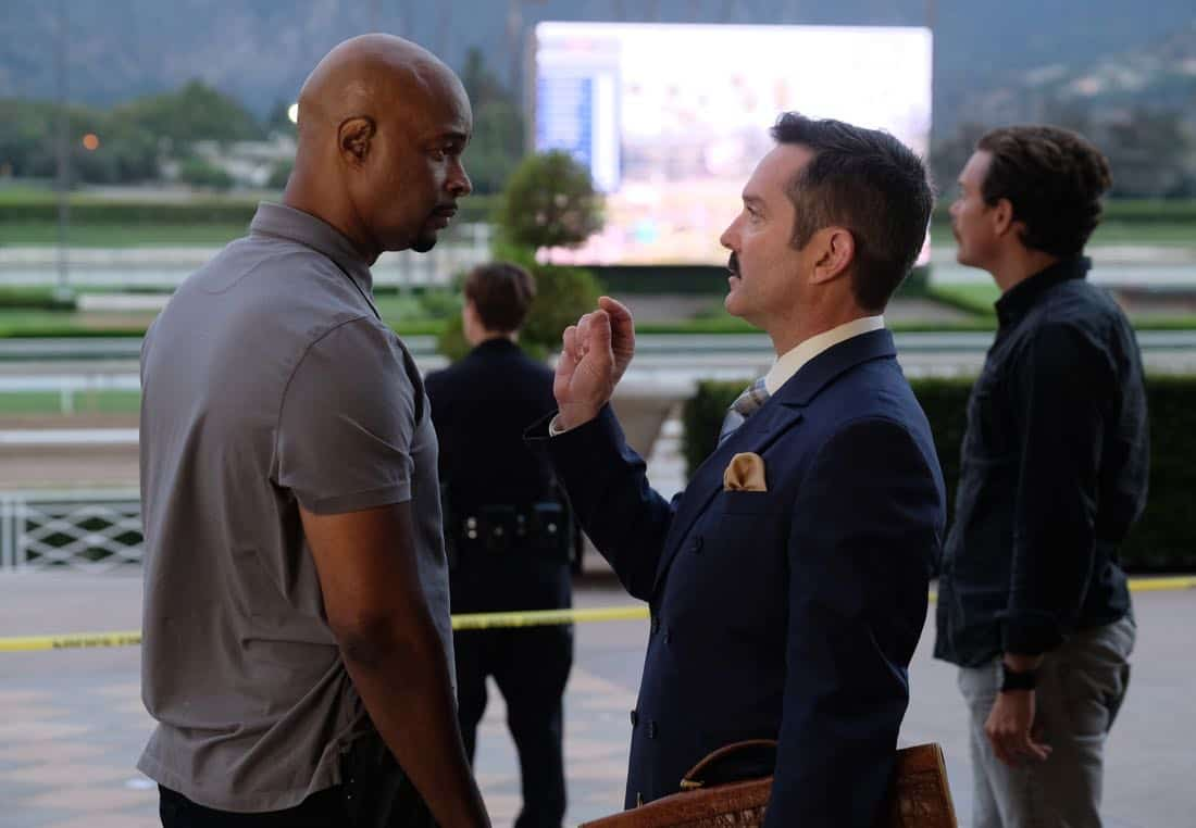 "LETHAL WEAPON: Pictured L-R: Damon Wayans, guest star Thomas Lennon and Clayne Crawford in the ""Let it Ride"" episode of LETHAL WEAPON airing Tuesday, Oct. 31 (8:00-9:00 PM ET/PT) on FOX. ©2017 Fox Broadcasting Co. CR: Darren Michaels/FOX"