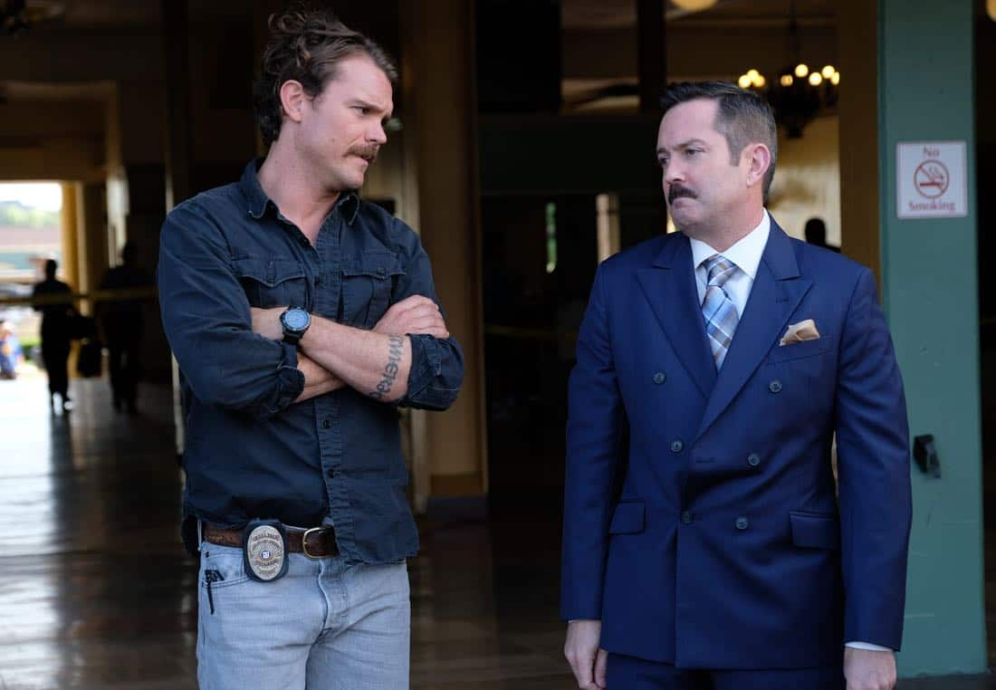 "LETHAL WEAPON: Pictured L-R: Clayne Crawford and guest star Thomas Lennon in the ""Let it Ride"" episode of LETHAL WEAPON airing Tuesday, Oct. 31 (8:00-9:00 PM ET/PT) on FOX. ©2017 Fox Broadcasting Co. CR: Darren Michaels/FOX"