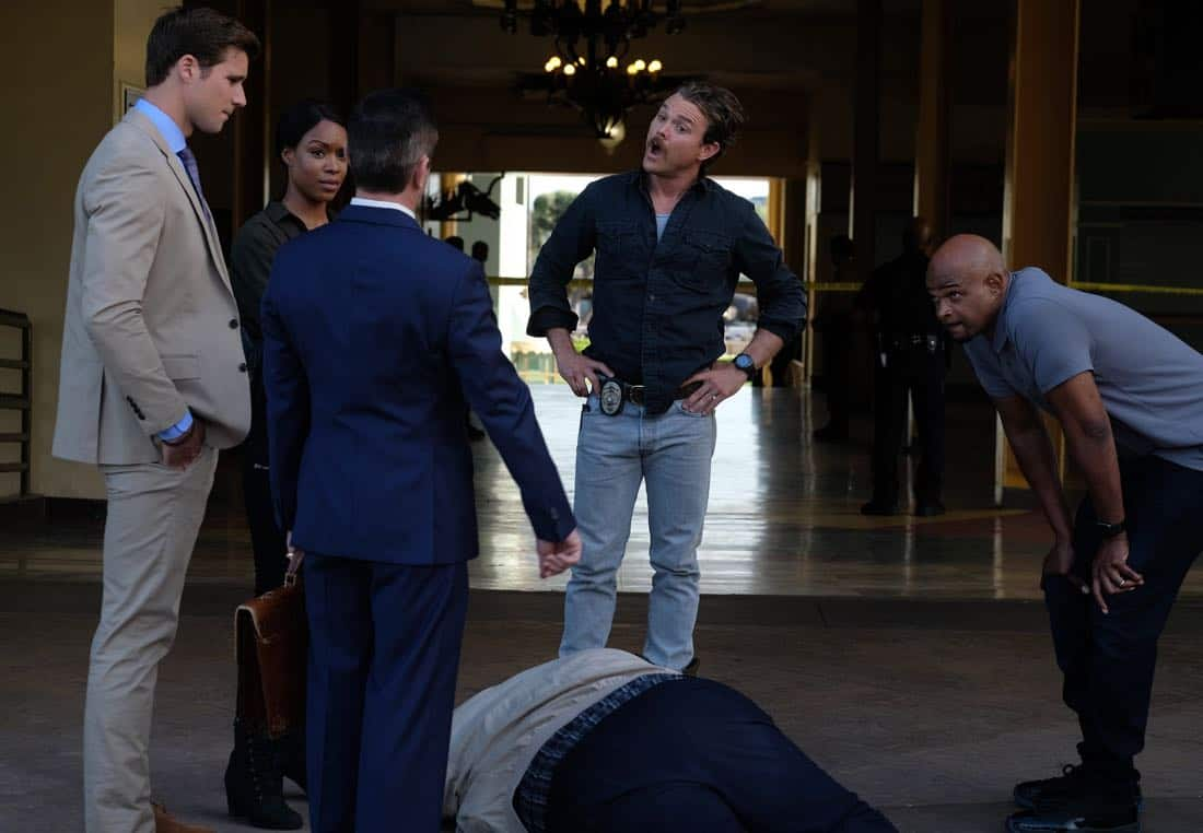 "LETHAL WEAPON: Pictured L-R:  Guest star Andrew Creer, Michelle MItchenore, guest star Thomas Lennon, Clayne Crawford and Damon Wayans in the ""Let it Ride"" episode of LETHAL WEAPON airing Tuesday, Oct. 31  (8:00-9:00 PM ET/PT) on FOX. ©2017 Fox Broadcasting Co. CR: Darren Michaels/FOX"