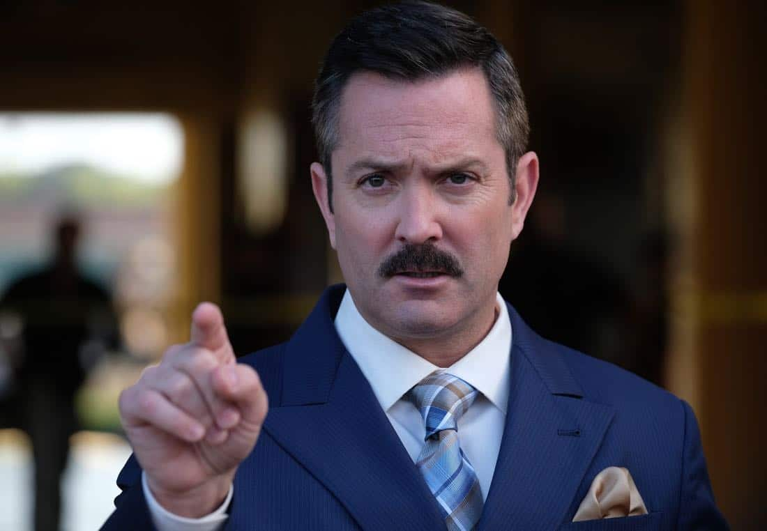 "LETHAL WEAPON: Guest star Thomas Lennon in the ""Let it Ride"" episode of LETHAL WEAPON airing Tuesday, Oct. 31 (8:00-9:00 PM ET/PT) on FOX. ©2017 Fox Broadcasting Co. CR: Darren Michaels/FOX"