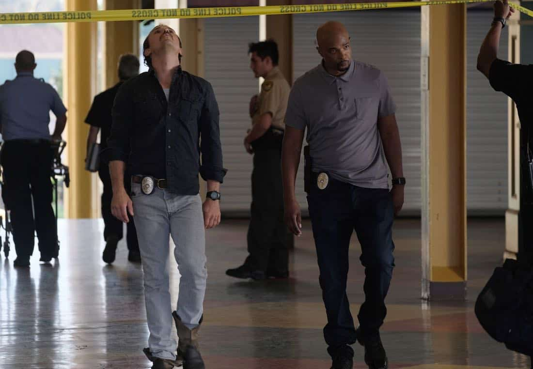 "LETHAL WEAPON: Pictured L-R: Clayne Crawford and Damon Wayans in the ""Let it Ride"" episode of LETHAL WEAPON airing Tuesday, Oct. 31 (8:00-9:00 PM ET/PT) on FOX. ©2017 Fox Broadcasting Co. CR: Darren Michaels/FOX"