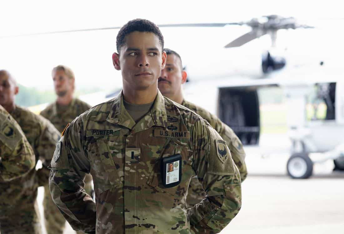 "Valor -- ""Esprit de Corps"" -- Image Number: VAL102a_0333.jpg -- Pictured: Charlie Barnett as Ian -- Photo: Quantrell Colbert/The CW -- © 2017 The CW Network, LLC. All Rights Reserved."