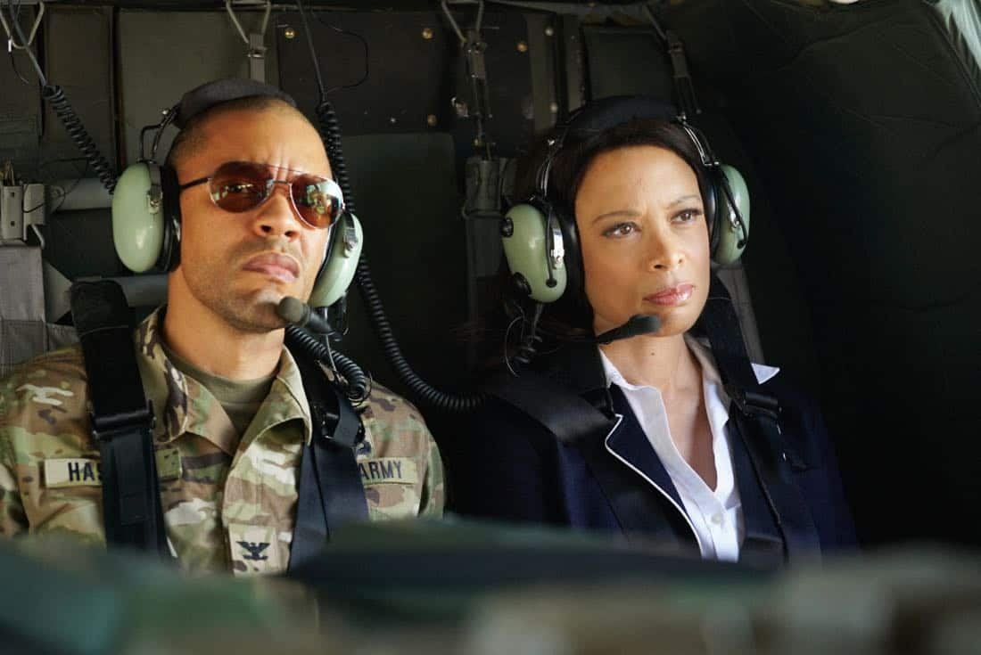"Valor -- ""Esprit de Corps"" -- Image Number: VAL102a_0499.jpg -- Pictured (L-R): Nigél Thatch as Col. Robert Haskins and Valarie Pettiford as Simone Porter  -- Photo: Quantrell Colbert/The CW -- © 2017 The CW Network, LLC. All Rights Reserved."