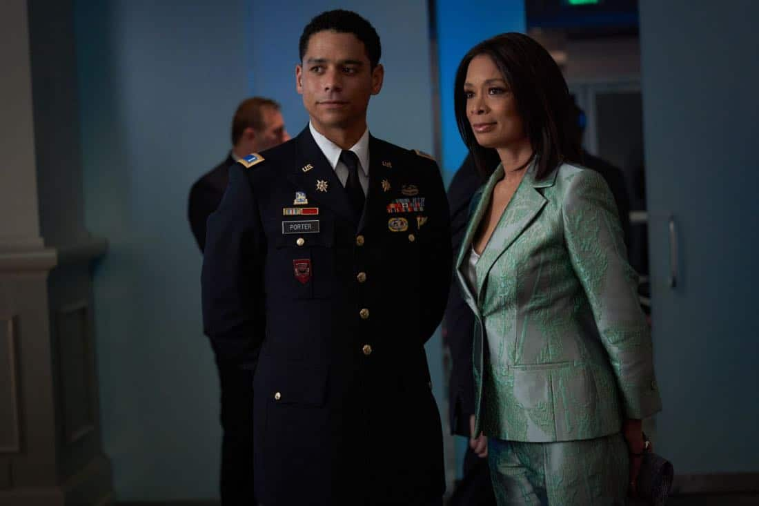 "Valor -- ""Esprit de Corps"" -- Image Number: VAL102b_0218.jpg -- Pictured (L-R): Charlie Barnett as Ian and Valarie Pettiford as Simone Porter -- Photo: Bob MahoneyThe CW -- © 2017 The CW Network, LLC. All Rights Reserved."