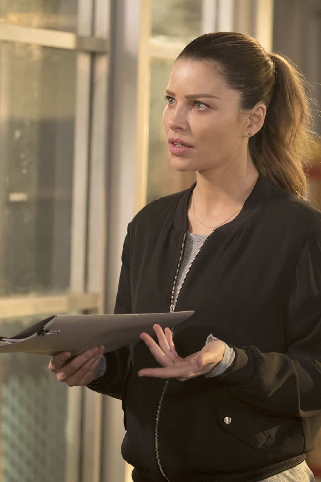 "LUCIFER: Lauren German in the ""Mr. and Mrs. Mazikeen Smith"" episode of LUCIFER airing Monday, Oct. 16 (8:00-9:00 PM ET/PT) on FOX.  CR:  MICHAEL COURTNEY/FOX"