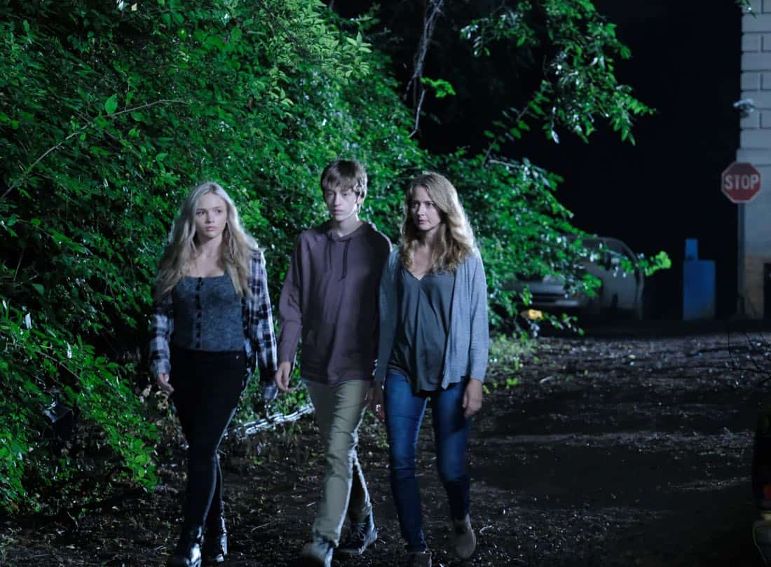 "THE GIFTED: L-R: Natalie Alyn Lind, Percy Hynes White and Amy Acker in the ""eXodus"" episode of THE GIFTED airing Monday, Oct. 16 (9:00-10:00 PM ET/PT) on FOX. ©2017 Fox Broadcasting Co. Cr: Eliza Morse/FOX"