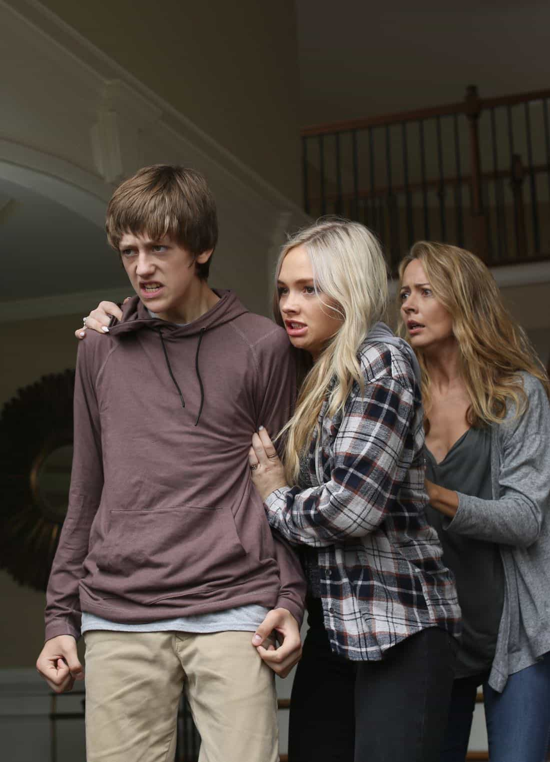 "THE GIFTED: L-R: Percy Hynes White, Natalie Alyn Lind and Amy Acker in the ""eXodus"" episode of THE GIFTED airing Monday, Oct. 16 (9:00-10:00 PM ET/PT) on FOX. ©2017 Fox Broadcasting Co. Cr: Eliza Morse/FOX"