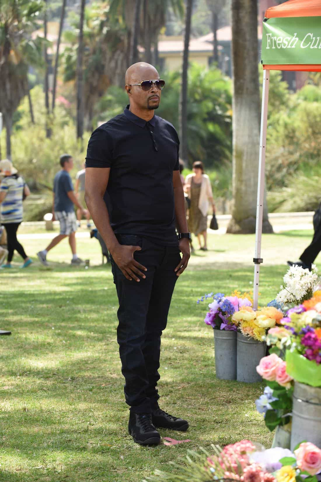 "LETHAL WEAPON: Damon Wayans in the ""Flight Risk"" episode of LETHAL WEAPON airing Tuesday, Oct. 17 (8:00-9:00 PM ET/PT) on FOX. ©2017 Fox Broadcasting Co. CR: Ray Mickshaw/FOXLETHAL WEAPON: Guest star NAME in the ""Flight Risk"" episode of LETHAL WEAPON airing Tuesday, Oct. 17 (8:00-9:00 PM ET/PT) on FOX. ©2017 Fox Broadcasting Co. CR: Ray Mickshaw/FOX"