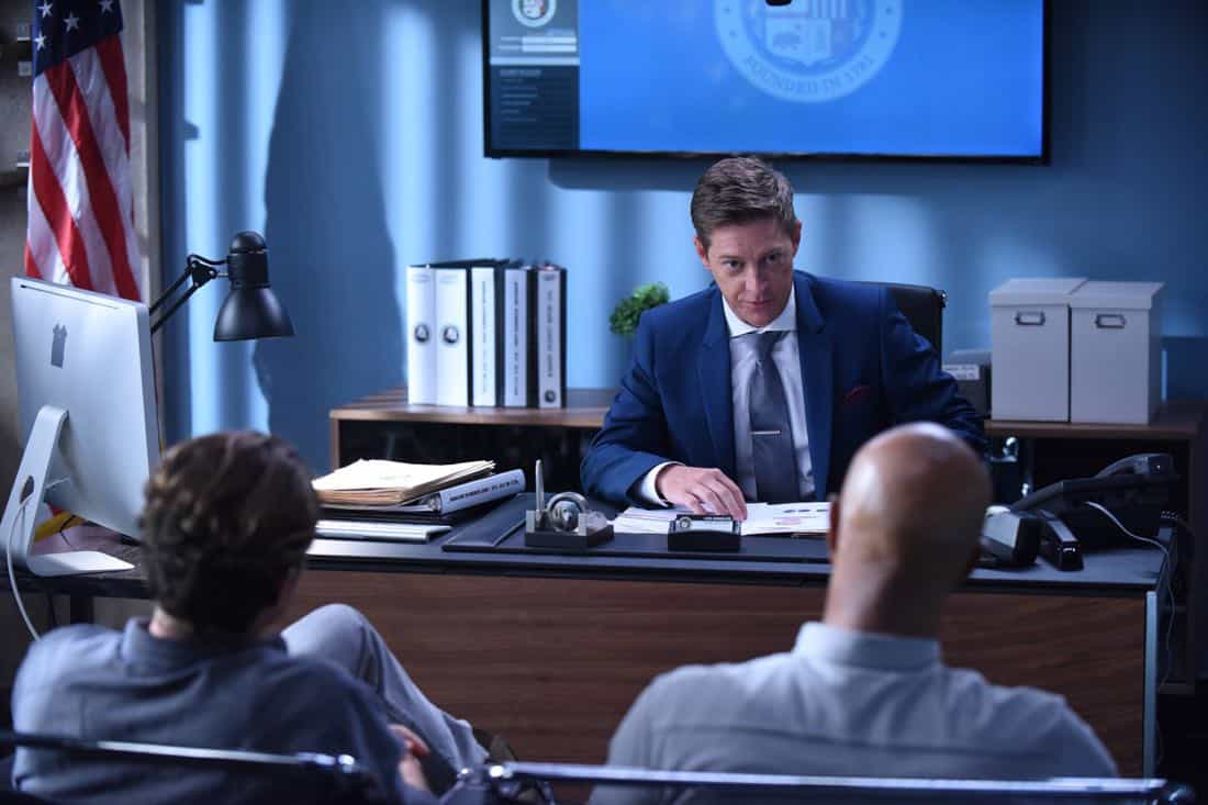 """LETHAL WEAPON: Pictured L-R: Clayne Crawford, Kevin Rahm and Damon Wayans in the """"Flight Risk"""" episode of LETHAL WEAPON airing Tuesday, Oct. 17 (8:00-9:00 PM ET/PT) on FOX. ©2017 Fox Broadcasting Co. CR: Ray Mickshaw/FOX"""