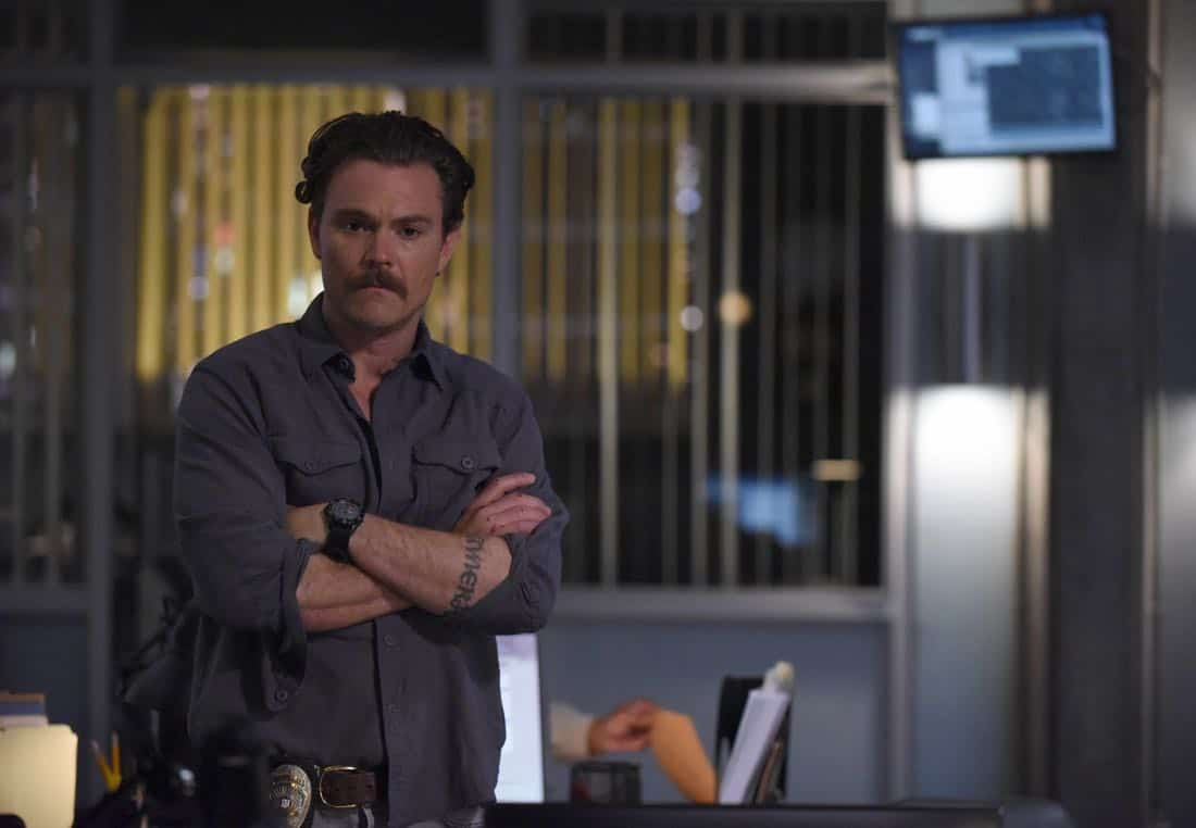 "LETHAL WEAPON: Clayne Crawford in the ""Flight Risk"" episode of LETHAL WEAPON airing Tuesday, Oct. 17 (8:00-9:00 PM ET/PT) on FOX. ©2017 Fox Broadcasting Co. CR: Ray Mickshaw/FOX"