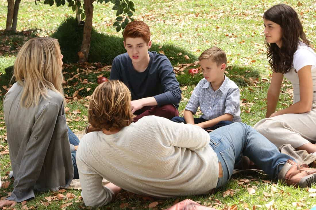 "THE MICK: L-R: Caitlin Olson, Scott MacArthur, Thomas Barbusca, Jack Stanton and Sofia Black-D'Elia in the ""The Visit"" episode of THE MICK airing Tuesday, Oct. 10 (9:00-9:30 PM ET/PT) on FOX. CR: Patrick McElhenney/FOX"