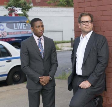 """""""A Business of Favors.""""-- The DA's office asks Bull to assist them in their prosecution of a fraternity when a pledge accidentally drowns during a hazing incident, but his efforts may be derailed when the students close ranks to stonewall him, on BULL, Tuesday, Oct 10th (9:00-10:00 PM, ET/PT) on the CBS Television Network Pictured L-R: Tyrone Brown as ADA Richard Abernathy and Michael Weatherly as Dr. Jason Bull Photo: David M. Russell/CBS ©2017 CBS Broadcasting, Inc. All Rights Reserved"""