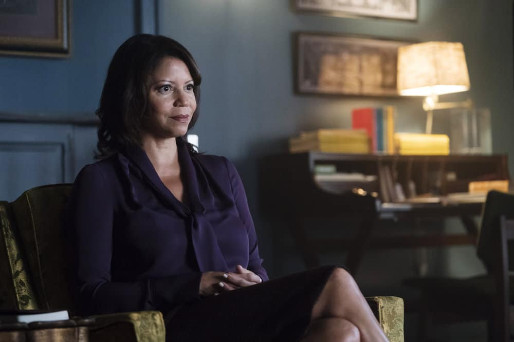 "MR. ROBOT -- ""eps3.1_undo.gz"" Episode 302 -- Pictured: Gloria Reuben as Krista Gordon -- (Photo by: Peter Kramer/USA Network)"