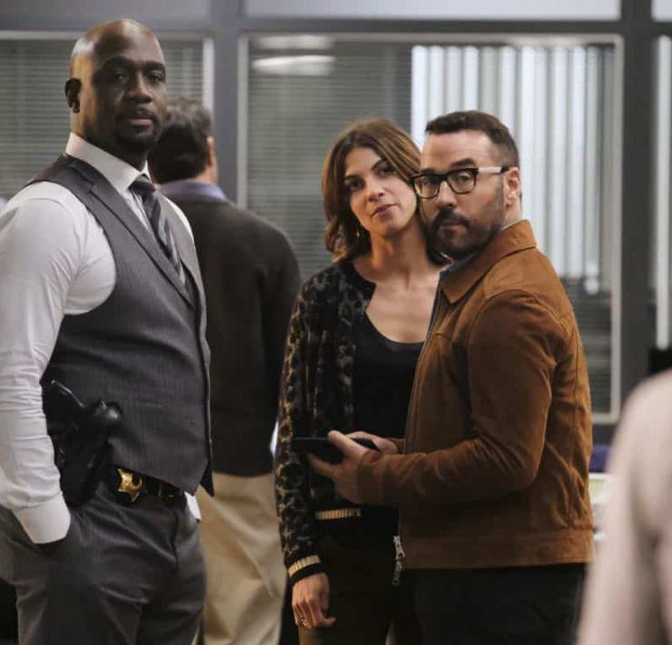 """User Bias"" -- Pictured: Richard T. Jones as Detective Tommy Cavanaugh, Natalia Tena as Sara Morton and Jeremy Piven as Jeffrey Tanner. The San Francisco P.D. comes to Tanner to get Sophe's help on a politically charged murder case following a rally in the city, on WISDOM OF THE CROWD, Sunday, Oct. 22 (8:30-9:30 PM, ET/8:00-9:00 PM, PT) on the CBS Television Network. Photo: Darren Michaels/CBS ©2017 CBS Broadcasting, Inc. All Rights Reserved."