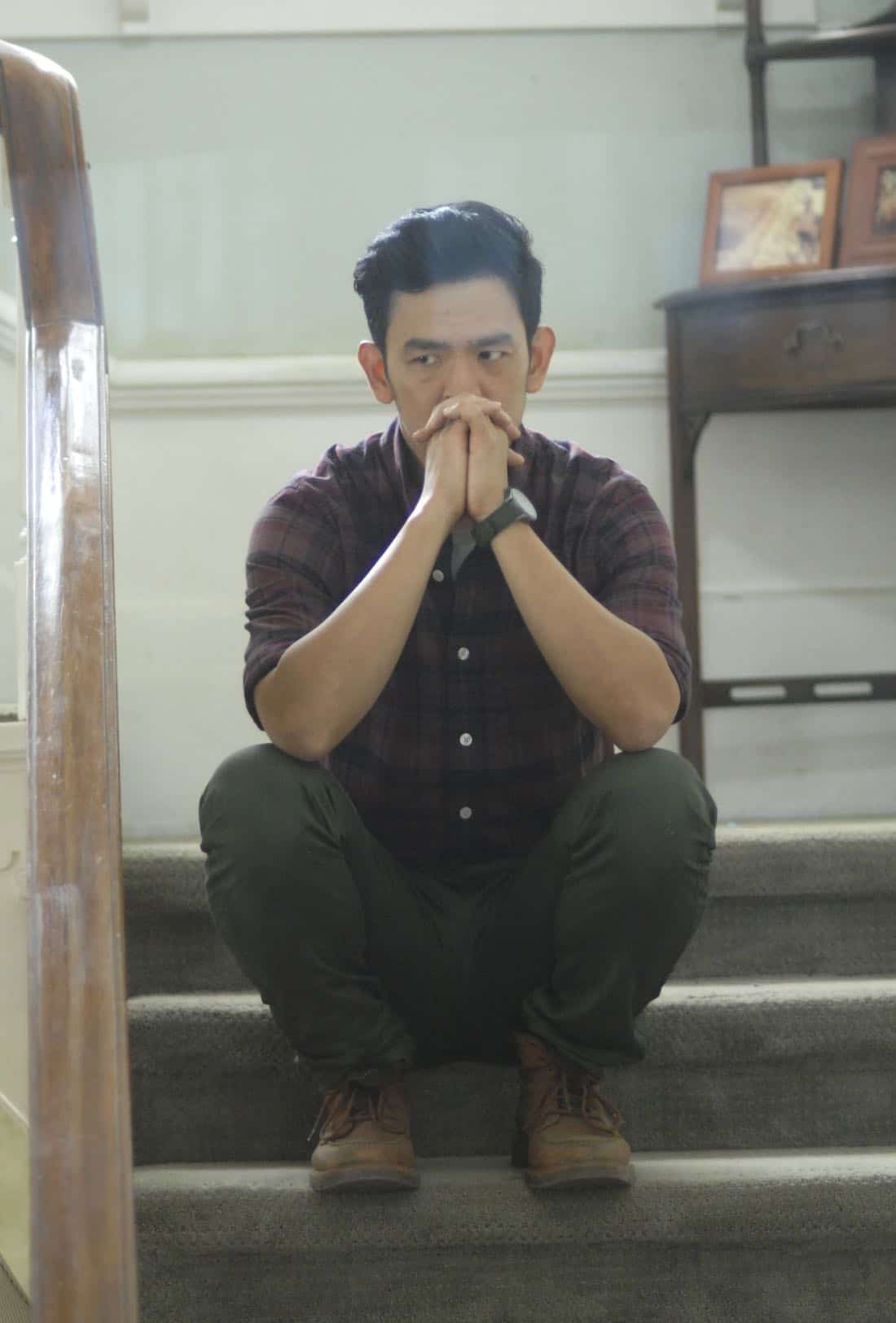 """THE EXORCIST:  John Cho in the """"One For Sorrow"""" episode of THE EXORCIST airing Friday, Oct. 20 (9:01-10:00 PM ET/PT) on FOX.  ©2017 Fox Broadcasting Co.  Cr:  Sergei Bachlakov/FOX"""