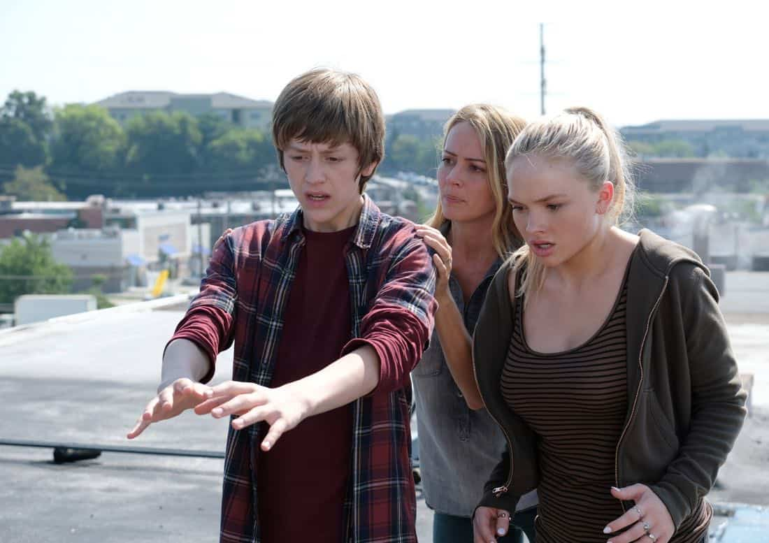 "THE GIFTED:  L-R:  Percy Hynes White, Amy Acker and Natalie Alyn Lind in the ""eXit strategy"" episode of THE GIFTED airing Monday, Oct. 23 (9:00-10:00 PM ET/PT) on FOX.  ©2017 Fox Broadcasting Co.  Cr:  Eliza Morse/FOX"