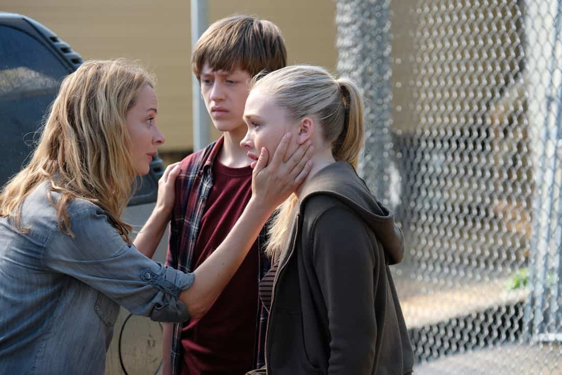 "THE GIFTED:  L-R:  Amy Acker, Percy Hynes White and Natalie Alyn Lind in the ""eXit strategy"" episode of THE GIFTED airing Monday, Oct. 23 (9:00-10:00 PM ET/PT) on FOX.  ©2017 Fox Broadcasting Co.  Cr:  Eliza Morse/FOX"