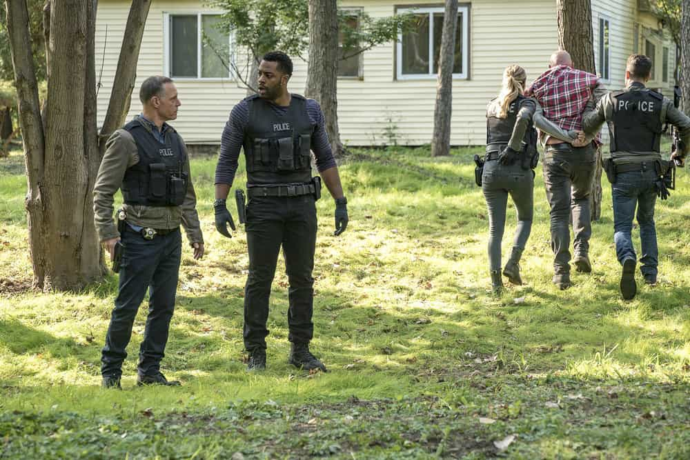 """CHICAGO P.D. -- """"Home"""" Episode 505 -- Pictured: (l-r) Jason Beghe as Hank Voight, LaRoyce Hawkins as Kevin Atwater -- (Photo by: Matt Dinerstein/NBC)"""
