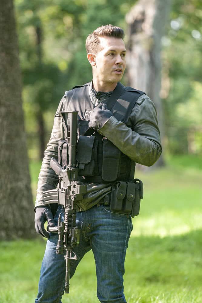 """CHICAGO P.D. -- """"Home"""" Episode 505 -- Pictured: Jon Seda as Antonio Dawson -- (Photo by: Matt Dinerstein/NBC)"""