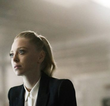 """MR. ROBOT -- """"eps3.2_legacy.so"""" Episode 303 -- Pictured: Portia Doubleday as Angela Moss -- (Photo by: Michael Parmelee/USA Network)"""