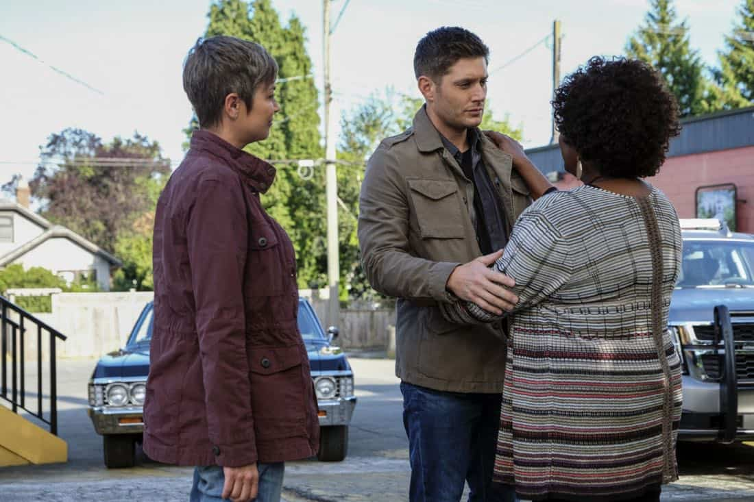 """Supernatural -- """"Patience"""" -- Image Number: SN1303b_0245b.jpg -- Pictured (L-R): Kim Rhodes as Jody Mills, Jensen Ackles as Dean and Loretta Devine as Missouri -- Photo: Bettina Strauss/The CW -- © 2017 The CW Network, LLC All Rights Reserved."""