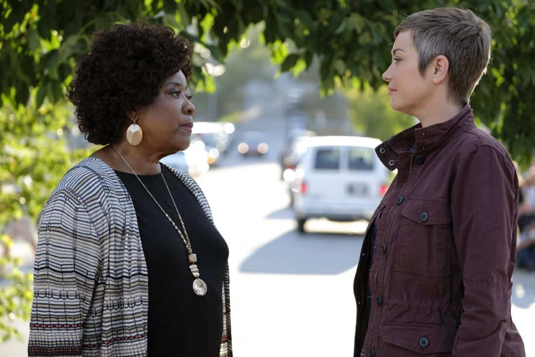 """Supernatural -- """"Patience"""" -- Image Number: SN1303b_0292b.jpg -- Pictured (L-R): Loretta Devine as Missouri and Kim Rhodes as Jody Mills -- Photo: Bettina Strauss/The CW -- © 2017 The CW Network, LLC All Rights Reserved."""