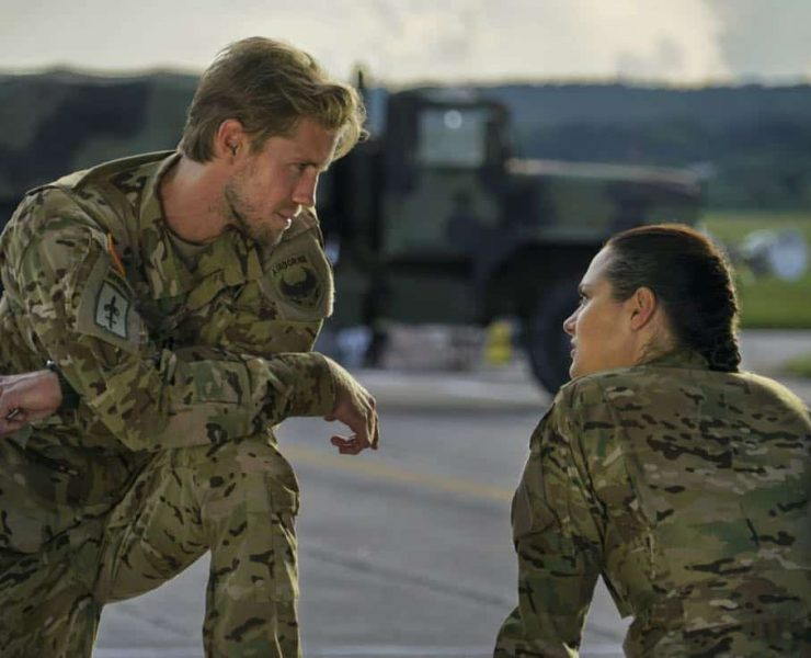 """Valor -- """"Soldier Ready"""" -- Image Number: VAL103b_0222.jpg -- Pictured (L-R): Matt Barr as Gallo and Christina Ochoa as Nora -- Photo: Annette Brown/The CW -- © 2017 The CW Network, LLC. All Rights Reserved."""