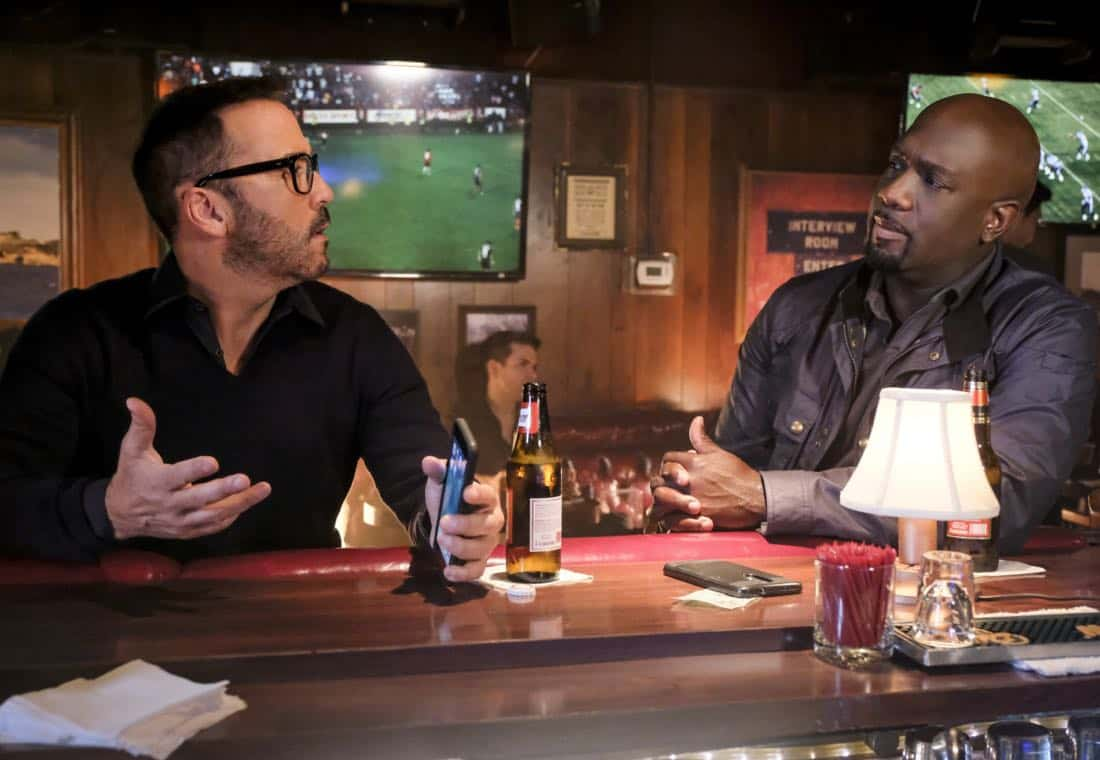 """""""Clear History"""" -- Pictured: Jeremy Piven as Jeffrey Tanner and Richard T. Jones as Detective Tommy Cavanaugh. Tanner's previous company claims Sophe was created using their copyrighted codes and legally threatens to shut down the organization.  Also, Cavanaugh works with Tanner to solve the murder of a retired detective after his boss removes him from the case due to a personal connection with the family, on WISDOM OF THE CROWD, Sunday, Oct. 29 (8:00-9:00 PM, ET/PT), on the CBS Television Network. Photo: Darren Michaels/CBS ©2017 CBS Broadcasting, Inc. All Rights Reserved."""