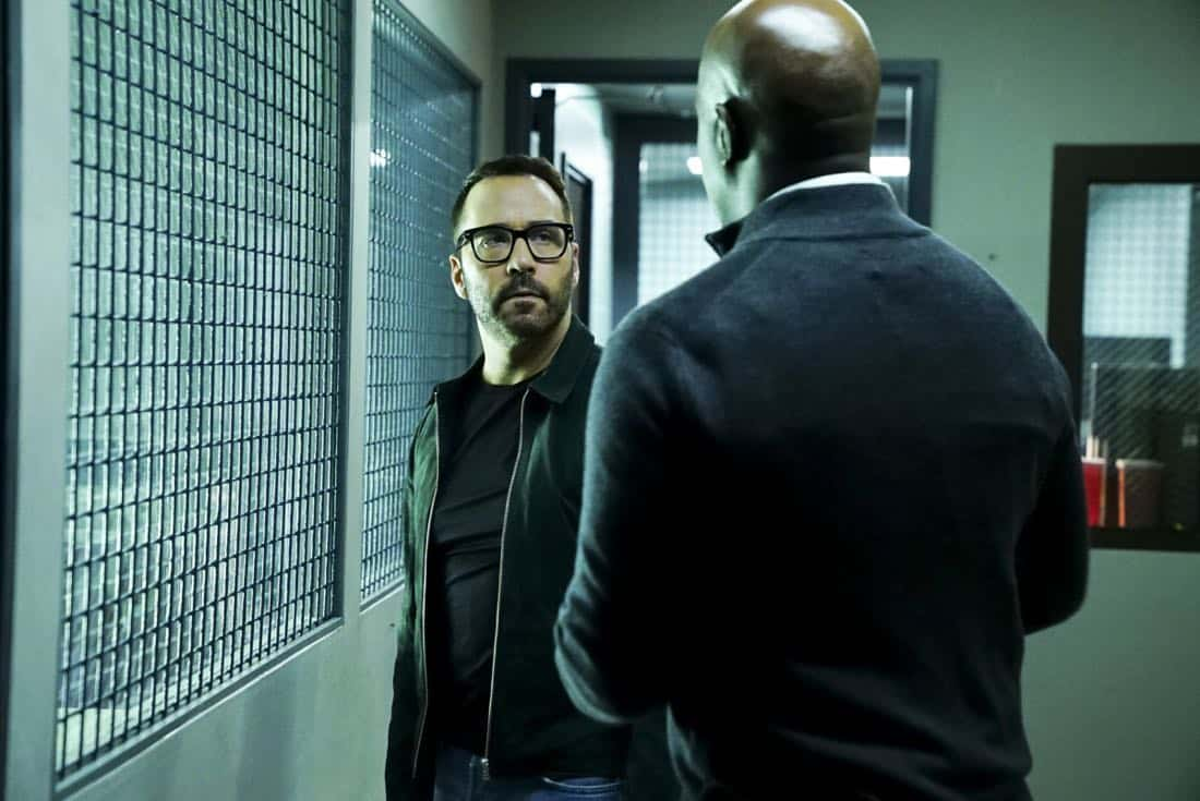 """""""Clear History"""" -- Pictured: Jeremy Piven as Jeffrey Tanner. Tanner's previous company claims Sophe was created using their copyrighted codes and legally threatens to shut down the organization.  Also, Cavanaugh works with Tanner to solve the murder of a retired detective after his boss removes him from the case due to a personal connection with the family, on WISDOM OF THE CROWD, Sunday, Oct. 29 (8:00-9:00 PM, ET/PT), on the CBS Television Network. Photo: Sonja Flemming/CBS ©2017 CBS Broadcasting, Inc. All Rights Reserved."""