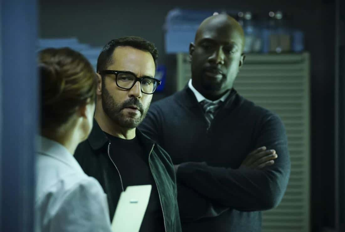 """""""Clear History"""" -- Pictured: Jeremy Piven as Jeffrey Tanner and Richard T. Jones as Detective Tommy Cavanaugh. Tanner's previous company claims Sophe was created using their copyrighted codes and legally threatens to shut down the organization. Also, Cavanaugh works with Tanner to solve the murder of a retired detective after his boss removes him from the case due to a personal connection with the family, on WISDOM OF THE CROWD, Sunday, Oct. 29 (8:00-9:00 PM, ET/PT), on the CBS Television Network. Photo: Sonja Flemming/CBS ©2017 CBS Broadcasting, Inc. All Rights Reserved."""