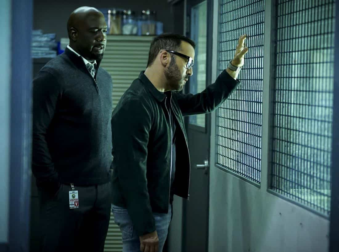 """""""Clear History"""" -- Pictured: Richard T. Jones as Detective Tommy Cavanaugh and Jeremy Piven as Jeffrey Tanner. Tanner's previous company claims Sophe was created using their copyrighted codes and legally threatens to shut down the organization.  Also, Cavanaugh works with Tanner to solve the murder of a retired detective after his boss removes him from the case due to a personal connection with the family, on WISDOM OF THE CROWD, Sunday, Oct. 29 (8:00-9:00 PM, ET/PT), on the CBS Television Network. Photo: Sonja Flemming/CBS ©2017 CBS Broadcasting, Inc. All Rights Reserved."""