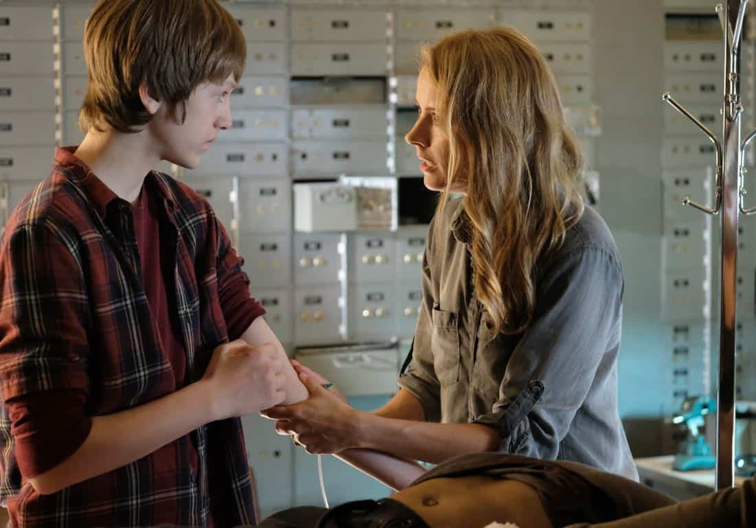 """THE GIFTED:  L-R:  Percy Hynes White and Amy Acker in the """"boXed In"""" airing Monday, Oct. 30 (9:00-10:00 PM ET/PT) on FOX.  ©2017 Fox Broadcasting Co.  Cr:  Eliza Morse/FOX"""