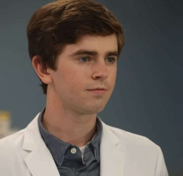 """THE GOOD DOCTOR - """"22 Steps"""" - Dr. Shaun Murphy has to confront prejudice from an unlikely source when he takes on the case of a patient with autism, and Dr. Jared Kalu has to learn to accept his limitations as a surgeon. """"The Good Doctor"""" airs MONDAY, NOV. 13 (10:01-11:00 p.m. EST), on The ABC Television Network. (ABC/Jack Rowand) FREDDIE HIGHMORE"""