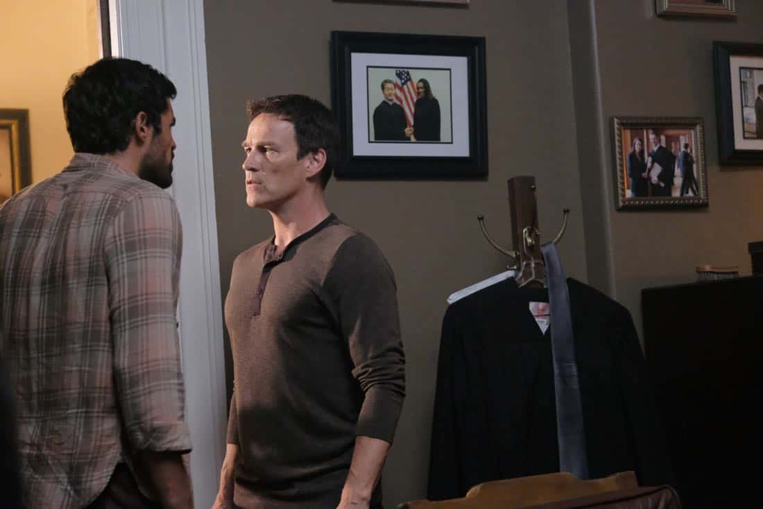 "THE GIFTED:  L-R:  Sean Teale and Stephen Moyer in the ""got your siX"" episode of THE GIFTED airing Monday, Nov. 6 (9:00-10:00 PM ET/PT) on FOX.  ©2017 Fox Broadcasting Co.  Cr:  Eliza Morse/FOX"