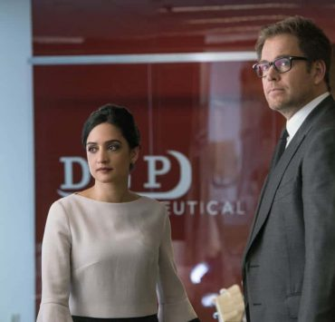 """""""The Devil, The Detail""""-- Bull agrees to help the parents of a former employee sue a drug company when their son commits suicide during a drug trial. However, the task is complicated when the company brings in their own trial scientist, Arti Cander (Emmy Award winner Archie Panjabi), on BULL, Tuesday, Nov 14 (9:00-10:00 PM, ET/PT) on the CBS Television Network. Pictured L-R: Archie Punjabi as Arti Cander and Michael Weatherly as Dr. Jason Bull Photo: David Giesbrecht/CBS ©2017 CBS Broadcasting, Inc. All Rights Reserved"""
