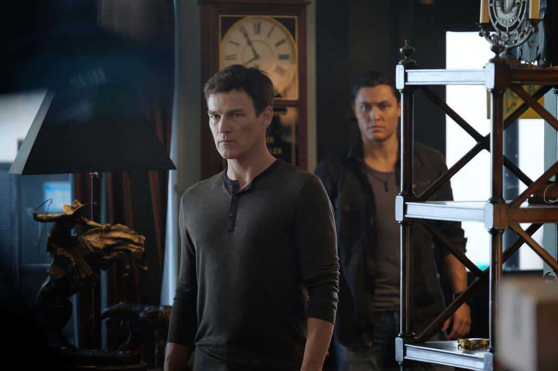 """THE GIFTED:  L-R:  Stephen Moyer and Blair Redford in the """"threat of eXtinction"""" episode of THE GIFTED airing Monday, Nov. 20 (9:00-10:00 PM ET/PT) on FOX.  ©2017 Fox Broadcasting Co.  Cr: Eliza Morse/FOX"""