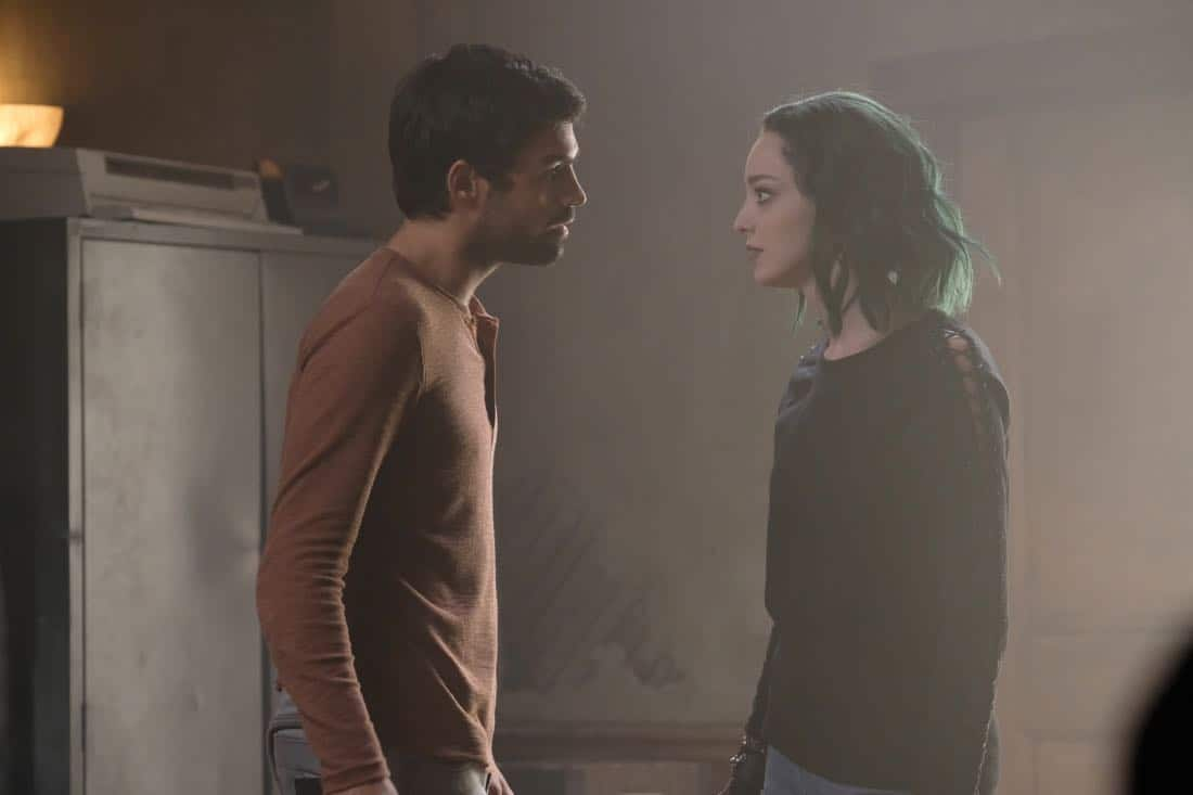 """THE GIFTED:  L-R:  Sean Teale and Emma Dumont in the """"threat of eXtinction"""" episode of THE GIFTED airing Monday, Nov. 20 (9:00-10:00 PM ET/PT) on FOX.  ©2017 Fox Broadcasting Co.  Cr: Eliza Morse/FOX"""