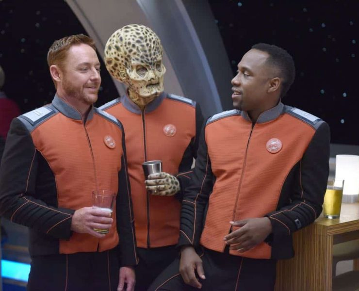 """THE ORVILLE: L-R: Scott Grimes, guest star Mike Henry, and J Lee in the """"New Dimensions"""" episode of THE ORVILLE airing Thursday, Nov. 30 (9:01-10:00 PM ET/PT) on FOX. ©2017 Fox Broadcasting Co. Cr: Michael Becker/FOX"""