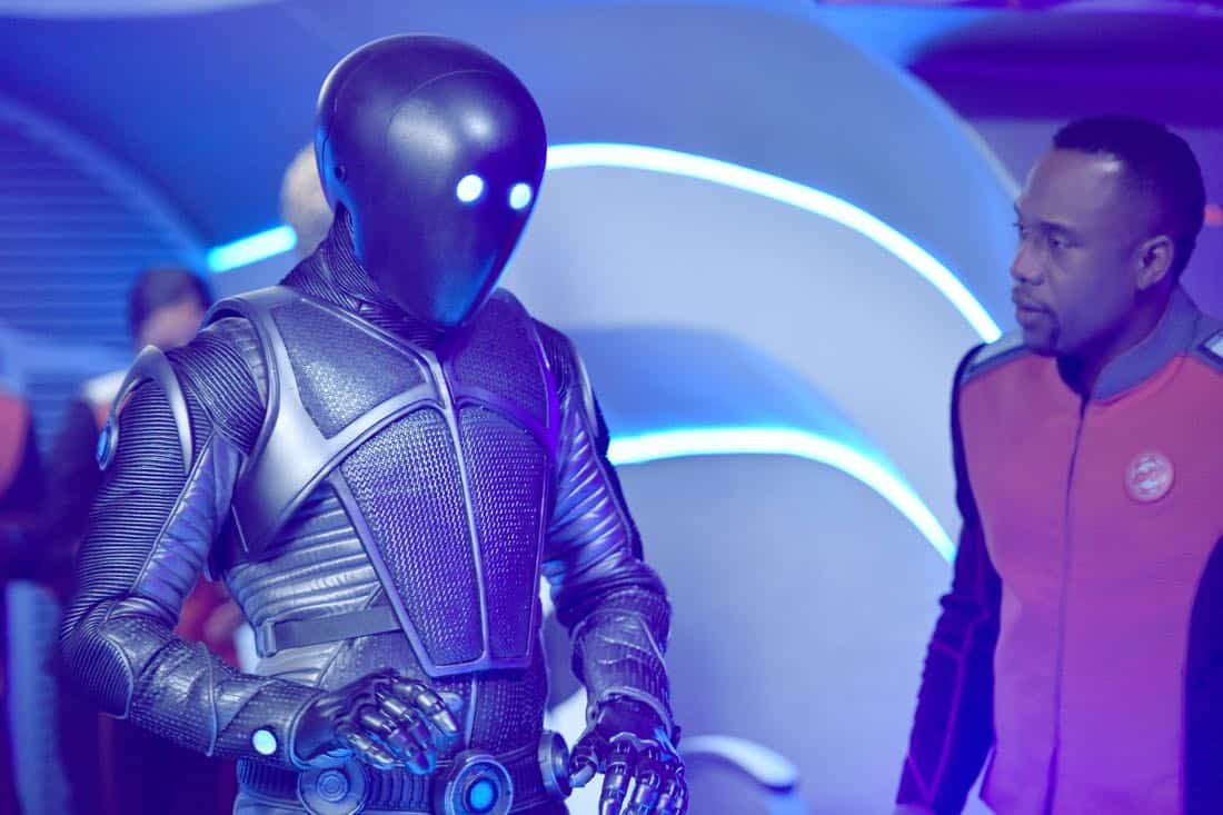 "THE ORVILLE:  L-R: Mark Jackson and J Lee in the ""New Dimensions"" episode of THE ORVILLE airing Thursday, Nov. 30 (9:01-10:00 PM ET/PT) on FOX.  ©2017 Fox Broadcasting Co.  Cr:  Michael Becker/FOX"