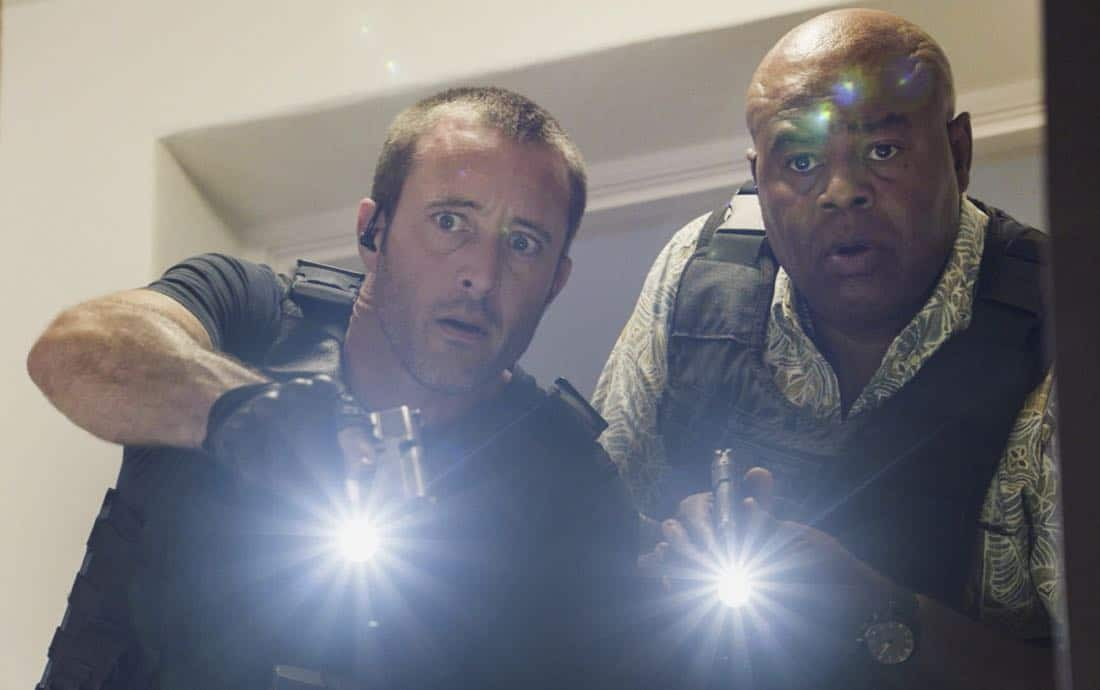 """Ka hopu nui 'ana""-- When an FBI agent who was cracking down on organized crime is killed, McGarrett rounds up every gang-related criminal on the island to find the culprit. Also, McGarrett tasks Adam with forming a new division within Five-0 to take on organized crime, on HAWAII FIVE-0, Friday, Jan. 5 (9:00-10:00 PM, ET/PT) on the CBS Television Network. Pictured left to right: Alex O'Loughlin as Steve McGarrett and Chi McBride as Lou Grover. Photo credit: Screengrab/©2017 CBS Broadcasting, Inc. All Rights Reserved.   (""Ka hopu nui 'ana"" is Hawaiian for ""The Round Up"")"