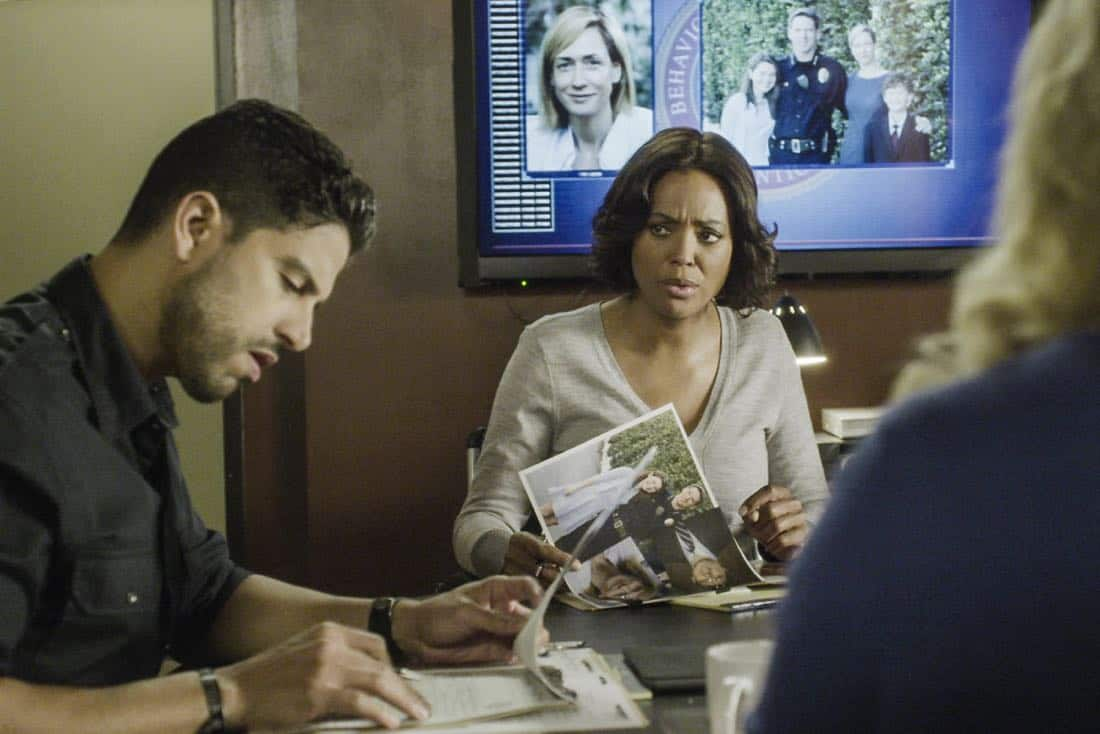 """Full-Tilt Boogie"" -- The BAU team's investigation into the home invasion and attempted homicide of a police chief's wife uncovers a world of secrets in a small town in Virginia, on CRIMINAL MINDS, Wednesday, Jan. 10 (10:00-11:00 PM, ET/PT) on the CBS Television Network.  Pictured: Adam Rodriguez (Luke Alvez), Aisha Tyler (Dr. Tara Lewis)   Photo: Best Screen Grab Available ©2017 CBS Broadcasting, Inc. All Rights Reserved"