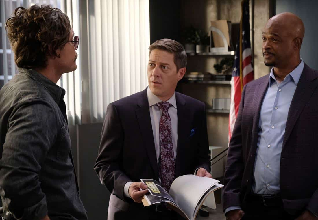 """LETHAL WEAPON: Pictured L-R: Clayne Crawford, Kevin Rahm and Damon Wayans in the """"Double Shot of Bailey's"""" episode of LETHAL WEAPON airing Tuesday, Jan. 16 (8:00-9:00 PM ET/PT) on FOX. ©2017 Fox Broadcasting Co. CR: Darren Michaels/FOX"""