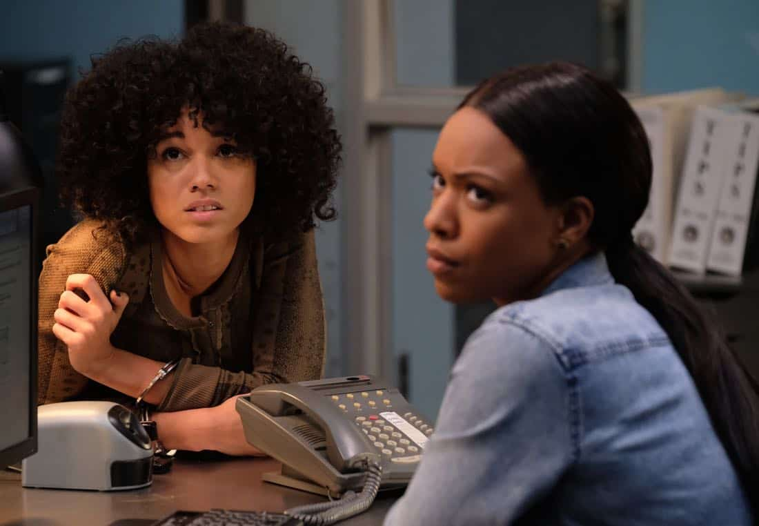 """LETHAL WEAPON: Pictured L-R: Guest star NAME and Michelle Mitchenor in the """"Double Shot of Bailey's"""" episode of LETHAL WEAPON airing Tuesday, Jan. 16 (8:00-9:00 PM ET/PT) on FOX. ©2017 Fox Broadcasting Co. CR: Darren Michaels/FOX"""