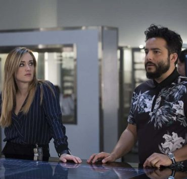 """BLINDSPOT -- """"Technology Wizards"""" Episode 311 -- Pictured: (l-r) Ashley Johnson as Patterson, Ennis Esmer as Rich Dotcom -- (Photo by: Eric Liebowitz/NBC)"""