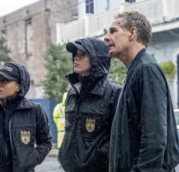 """""""Ties That Bind"""" -- A petty officer's murder leads the team to a family-owned night club where Pride's mother used to perform weekly. Also, Lasalle must urgently return home to Alabama after receiving an unexpected call from his family, on NCIS: NEW ORLEANS, Tuesday, Jan. 23 (10:00-11:00 PM, ET/PT) on the CBS Television Network. Pictured L-R: Shalita Grant as Sonja Percy, Vanessa Ferlito as FBI Special Agent Tammy Gregorio, and Scott Bakula as Special Agent Dwayne Pride Photo: Skip Bolen/CBS ©2017 CBS Broadcasting, Inc. All Rights Reserved"""