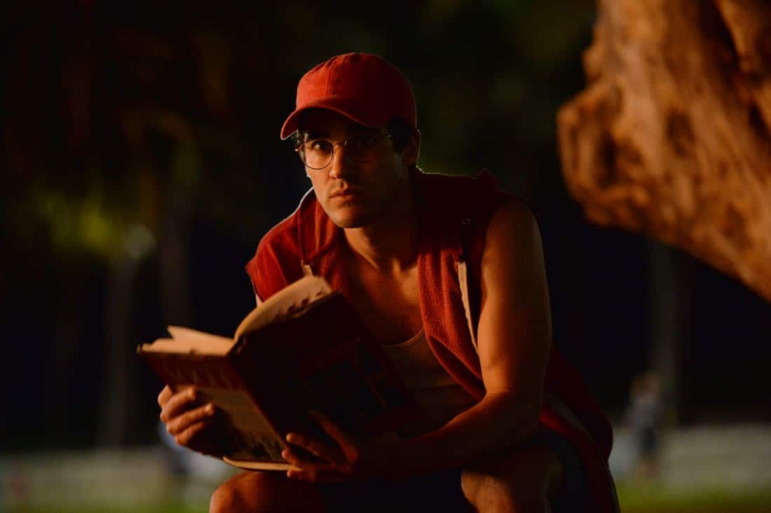 """THE ASSASSINATION OF GIANNI VERSACE: AMERICAN CRIME STORY """"Manhunt"""" Episode 2 (Airs Wednesday. January 24, 10:00 p.m. e/p) -- Pictured: Darren Criss as Andrew Cunanan. CR: Jeff Daly/FX"""