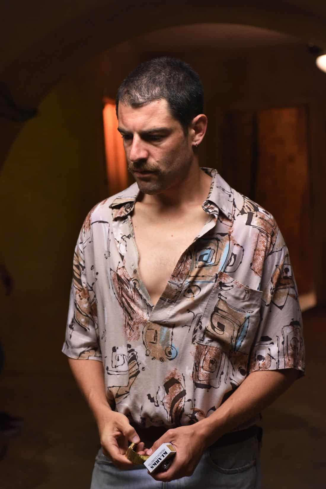 """THE ASSASSINATION OF GIANNI VERSACE: AMERICAN CRIME STORY """"Manhunt"""" Episode 2 (Airs Wednesday. January 24, 10:00 p.m. e/p) -- Pictured: Max Greenfield as Ronnie. CR: Ray Mickshaw/FX"""