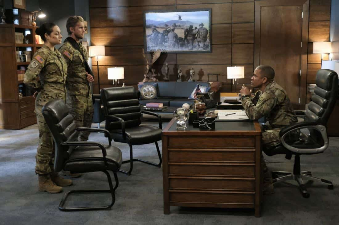 """Valor -- """"Costs of War"""" -- Image Number: VAL113c_0108b.jpg -- Pictured (L-R): Christina Ochoa as Warrant Officer Nora Madani, Matt Barr as Captain Leland Gallo and Nigél Thatch as Colonel Robert Haskins -- Photo: Erika Doss -- © 2017 The CW Network, LLC All Rights Reserved."""